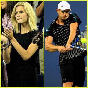 Brooklyn Decker Cheers on Andy Roddick at U.S. Open