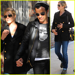 Jennifer Aniston & Justin Theroux Hold Hands in NYC