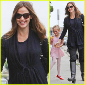 Jennifer Garner's Wardrobe Staple: Mama Spanx!