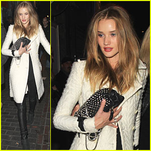 Rosie Huntington-Whiteley Goes Outside The Box