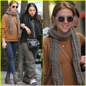 Scarlett Johansson Spends Monday with Mom