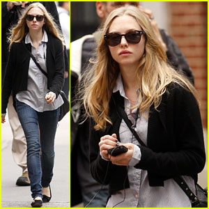 Amanda Seyfried Strolls in the City