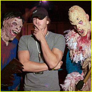 Chad Michael Murray: Halloween Horror Night!