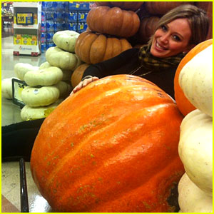 Hilary Duff: Giant Pumpkin Baby Bump!