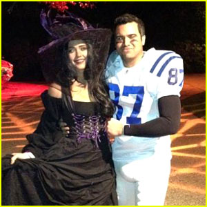 Jessica Alba is a Witch For Halloween