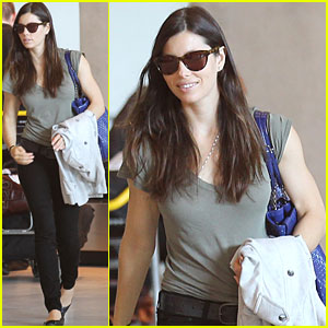 Jessica Biel: Bonjour, Paris!
