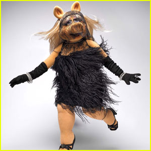 Miss Piggy Models Designer Duds for 'InStyle'