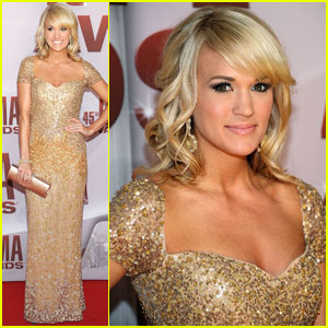 Carrie Underwood - CMA Awards 2011 Red Carpet