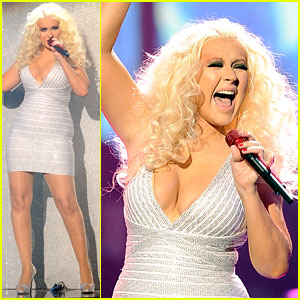 Christina Aguilera - AMAs 2011 Performance with Maroon 5!