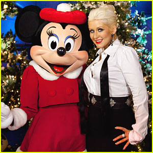 Christina Aguilera: Disney Parks Christmas Day Parade!