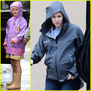 Jennifer Garner: Rainy Day Shopping with Violet & Seraphina!