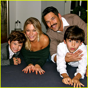 LeAnn Rimes: Thanksgiving Weekend with the Family!