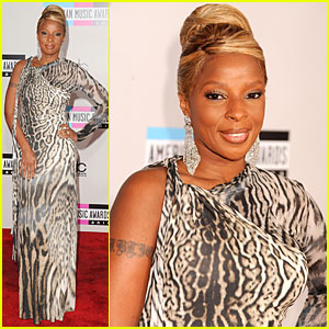 Mary J. Blige - AMAs 2011 Red Carpet