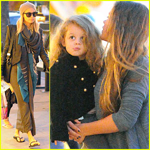 Nicole Richie & Harlow: Mommy & Me Manicures!