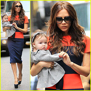 Victoria Beckham &#038; Harper: FAO Schwarz for Storytime!