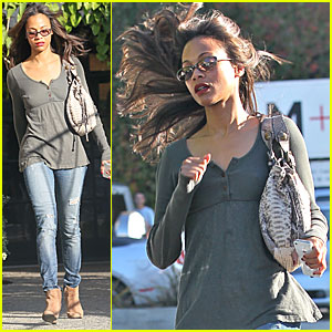 Zoe Saldana Makes a Run For It