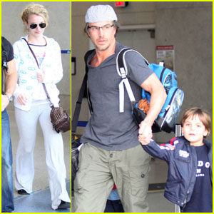 Britney Spears: LAX Landing With Jason Trawick &#038; the Boys!