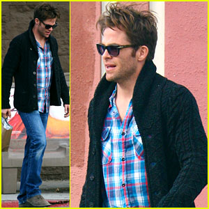 Chris Pine: Sunday Stroll in LA