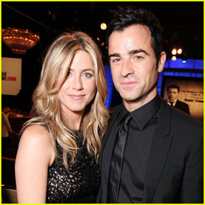 Jennifer Aniston & Justin Theroux Send Joint Christmas Cards