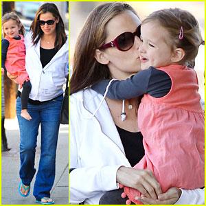 Jennifer Garner & Seraphina: Kiss Kiss!