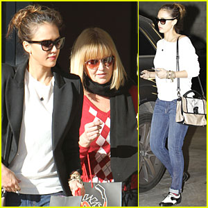 Jessica Alba & Mom Catherine: Shopping for the Holidays!