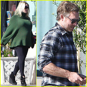 Pregnant Jessica Simpson & Eric Johnson: Starbucks Stop