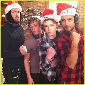 Justin Chatwin: Happy Holidays!