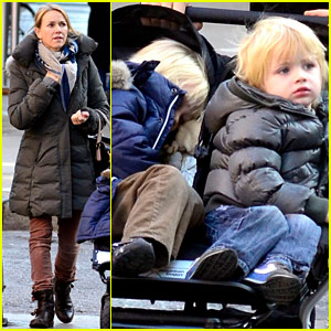 Naomi Watts & Liev Schreiber: Christmas Shopping with the Boys!