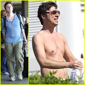 Zach Braff: Shirtless in Hawaii!