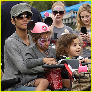 Halle Berry: Disneyland with Nahla &#038; Olivier!