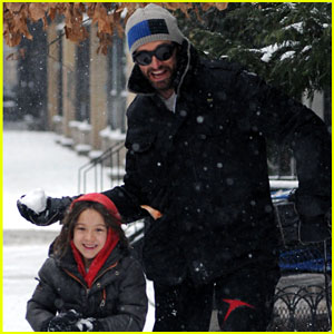 Hugh Jackman & Ava: Snowy Saturday!