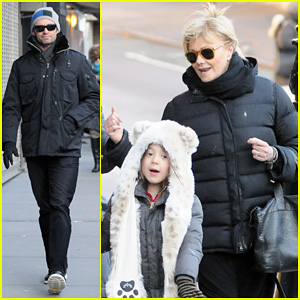 Hugh Jackman & Deborra-Lee Furness: Morning Stroll with Ava!