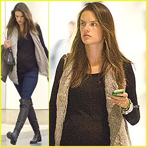 Alessandra Ambrosio Heads to NYC