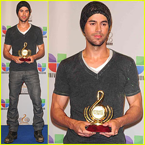 Enrique Iglesias: Pop Male Artist of the Year!