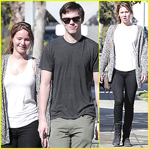 Jennifer Lawrence & Nicholas Hoult: Valentine's Day Walk!