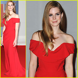 Lana Del Rey - Brit Awards 2012 Red Carpet