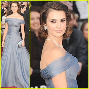 Penelope Cruz - Oscars 2012 Red Carpet