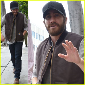 Jake Gyllenhaal: Low-Key Lunch at Urth Caffe