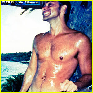 John Stamos Tweets Sexy Shirtless Pic!