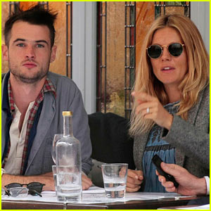 Sienna Miller & Tom Sturridge: Cafe Cuties!