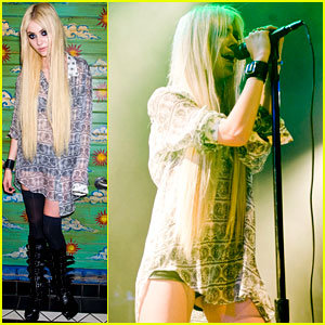 Taylor Momsen Performs at th