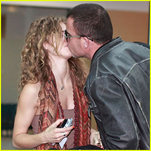 AnnaLynne McCord & Dominic Purcell: Airport Kisses!