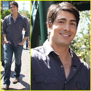 Brandon Routh: 'Extra' at The Grove!