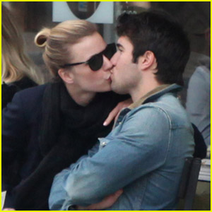 Emily VanCamp &#038; Josh Bowman: Kiss Kiss!
