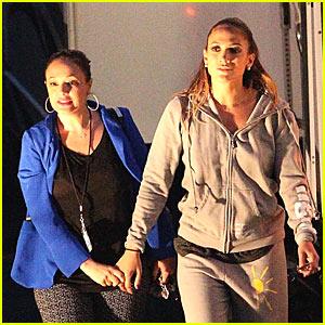 Jennifer Lopez: 'American Idol' Set with Leah Remini!