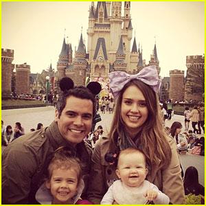 Jessica Alba: Tokyo Disneyland with the Family!