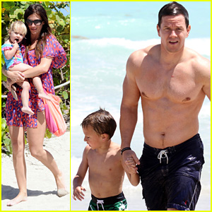 Mark Wahlberg: Shirtless in Miami with the Family!