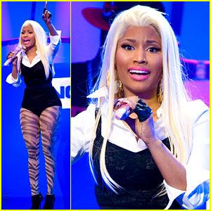 Nicki Minaj: Surprise Times Square Concert!