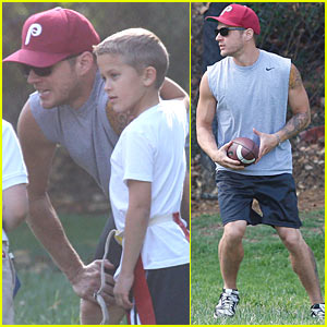 Ryan Phillippe: Flag Football Coach for Deacon!