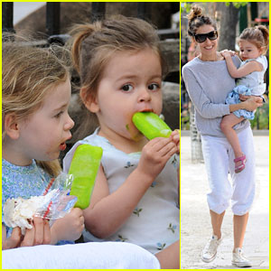 Sarah Jessica Parker: Popsicles &#038; Park with the Twins!
